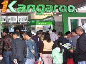 chay-hang-binh-nuoc-nong-trang-kim-cuong-nhan-tao-kangaroo_2