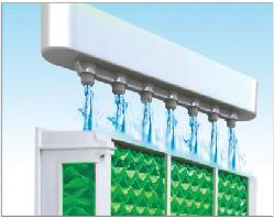2 Nước từ khoang chứa được bơm lên hệ thống phân phối nước, sau đó rơi tự do xuống giàn lạnh (cooling pad)