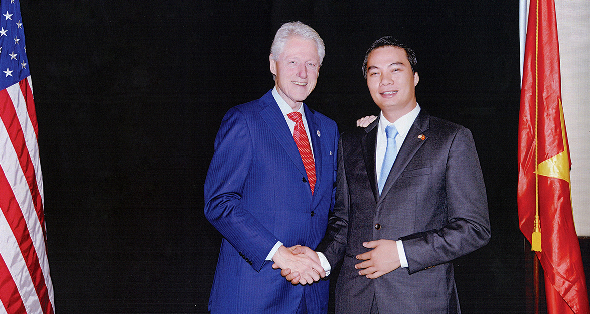 TGD Kangaroo Nguyen Thanh Phuong gap go Cuu tong Thong My Bill Clinton